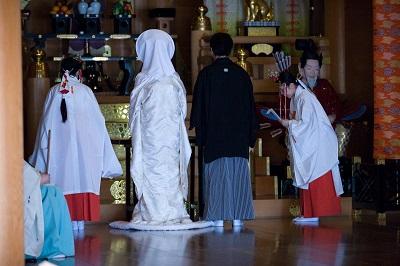 神社結婚式東京格安 白無垢着付け