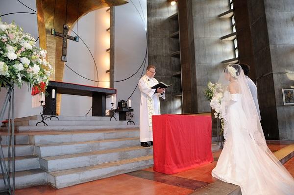 教会結婚式 カメラマン撮影 ヘアメイク