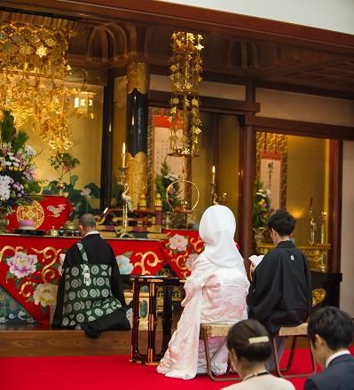 東本願寺真宗会館仏前結婚式と披露宴 白無垢