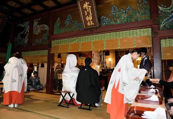 赤坂氷川神社結婚式白無垢着付け