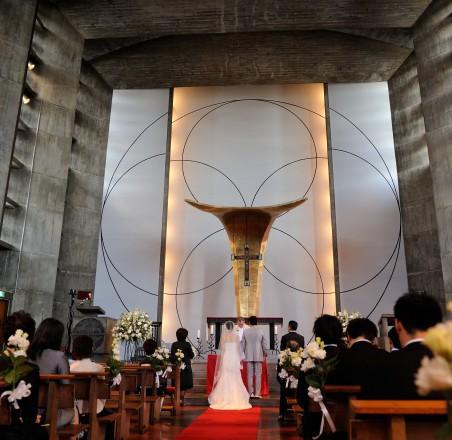 チャペルで結婚式準備
