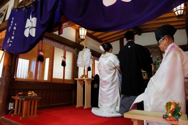 神社結婚式とレストラン食事会プロデュース