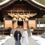 長野県諏訪大社 雪の結婚式